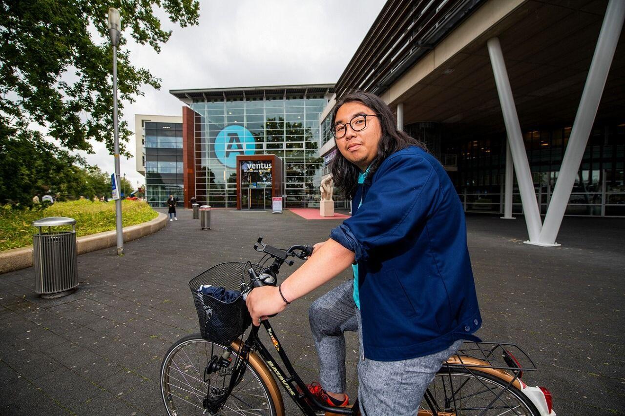 Michael Juan tại Đại học KHUD Wittenborg