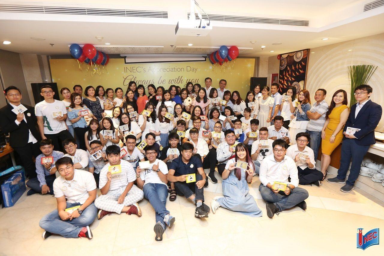 Nhiều học sinh sinh viên Việt Nam vẫn kiên trì theo đuổi và thực hiện ước mơ du học Phần Lan của mình. Trong ảnh là một số tân du học sinh Phần Lan trong tiệc chia tay do INEC tổ chức năm 2019.
