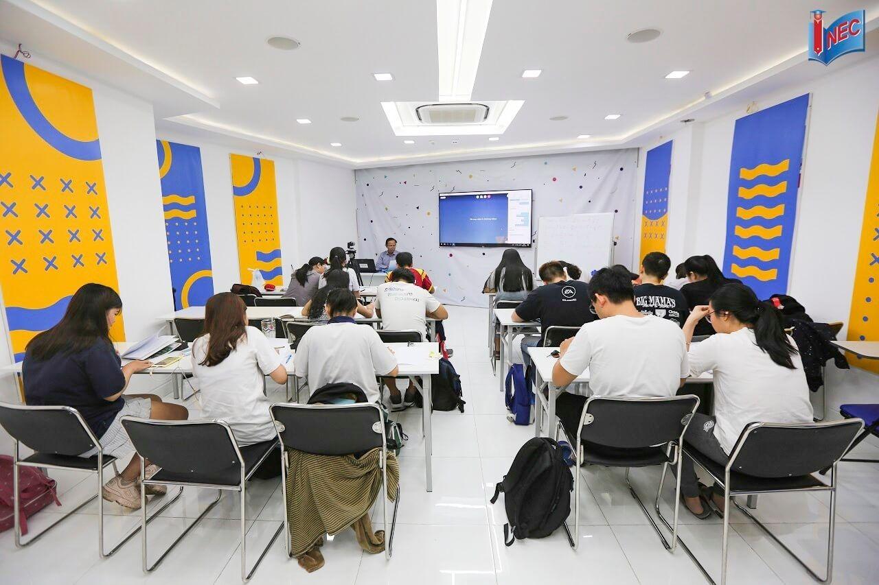Một lớp luyện thi đại học Phần Lan do INEC tổ chức