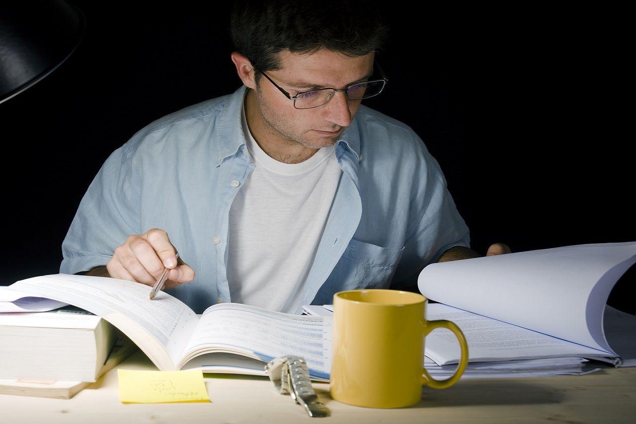 Thành tích học tập là một yếu tố quan trọng khi bạn cạnh tranh học bổng.