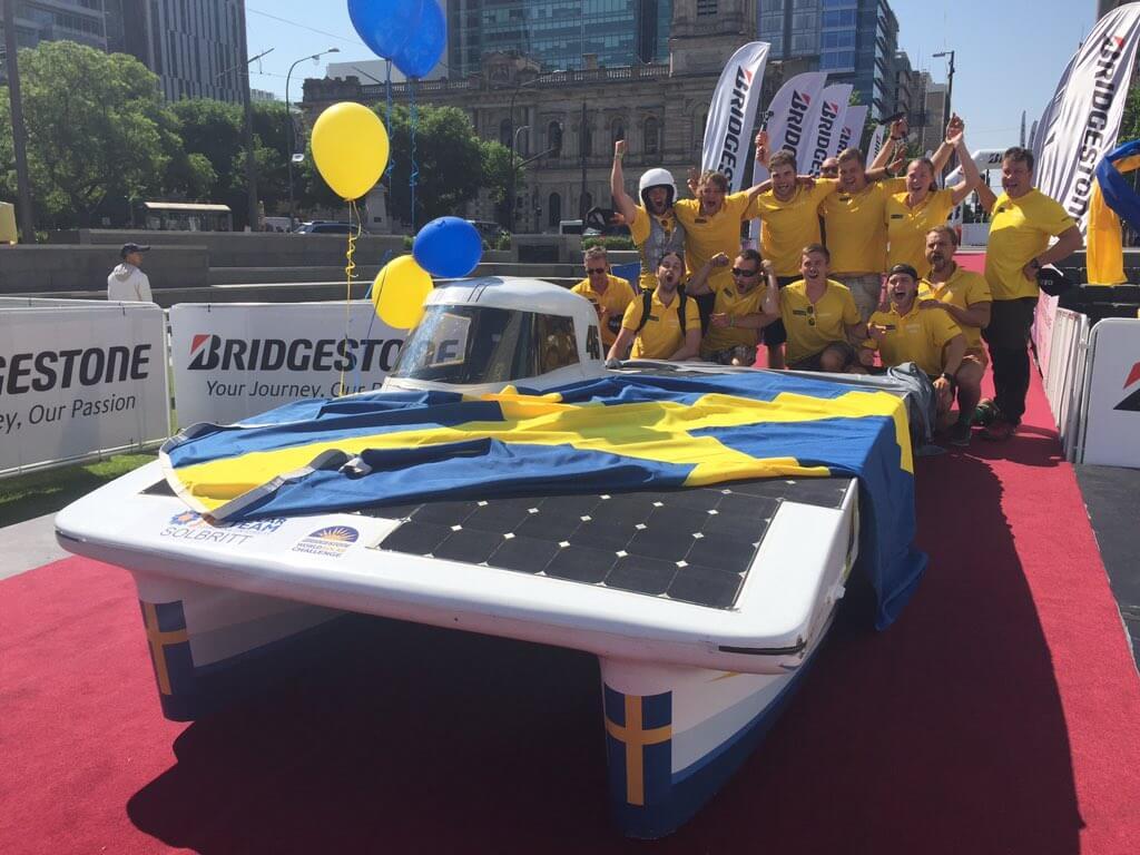 """JU Solar Team cùng """"chiến binh"""" X46 tham dự cuộc đua ô tô năng lượng mặt trời thế giới World Solar Challenge"""