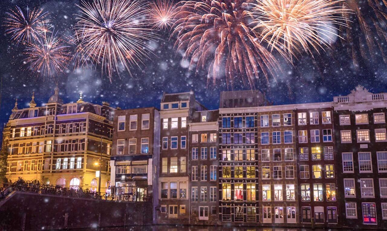 Amsterdam huyền ảo trong pháo hoa mừng Năm mới