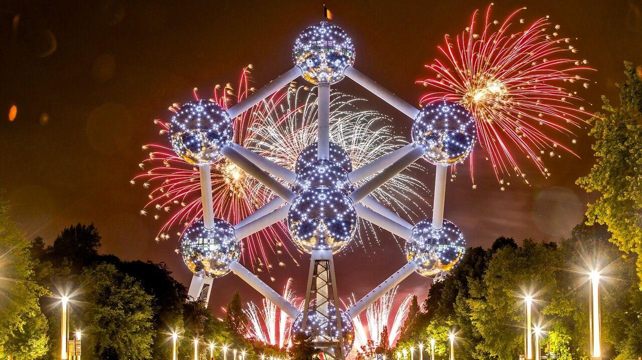 Màn trình diễn pháo hoa ấn tượng tại Atomium - công trình biểu tượng của Bỉ