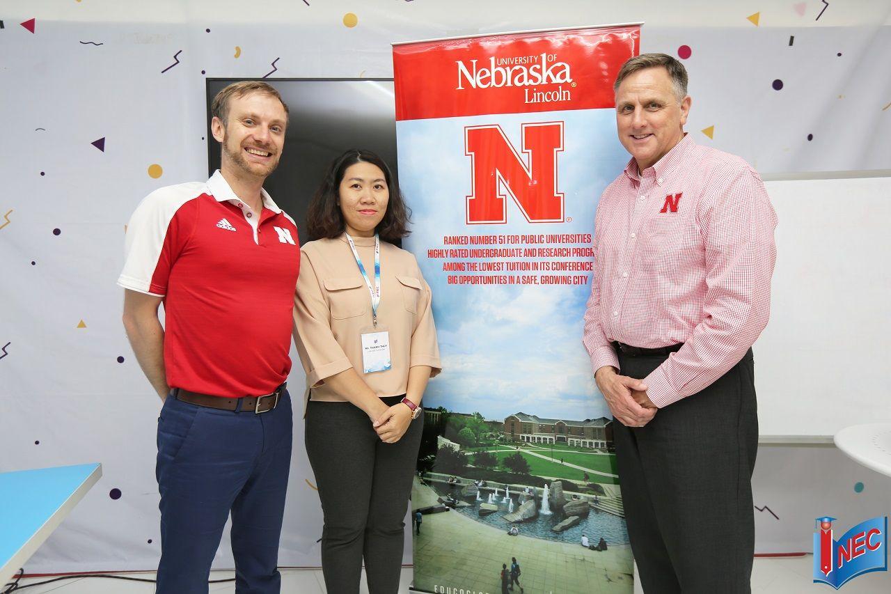 Đại diện Đại học Nebraska Lincohn trong một chuyến thăm văn phòng INEC và phỏng vấn học bổng trực tiếp năm 2019