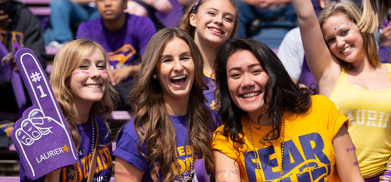 Sinh viên WLU hào hứng trong một sự kiện thể thao