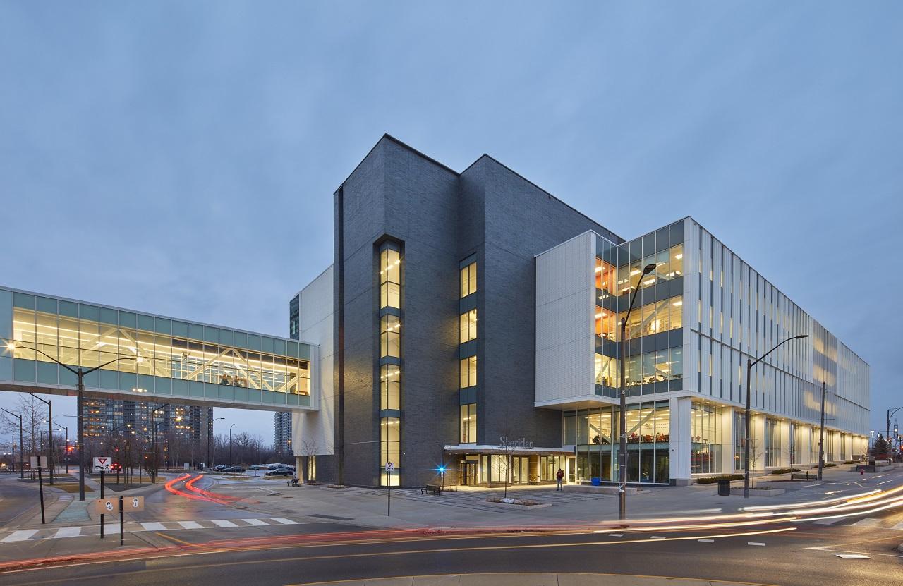 Khoa Kinh doanh đặt tại khu học xá Hazel McCallion hiện đại mới của Sheridan