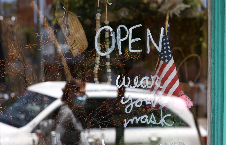 Nhờ chiến dịch tiêm chủng, nhiều nơi ở Mỹ đang dỡ bỏ dần các lệnh hạn chế, mở cửa lại nền kinh tế