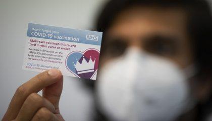 Tiêm vaccine tại Anh