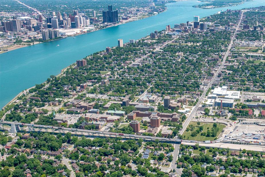 Đại học Windsor nép mình bên bờ sông Detroit