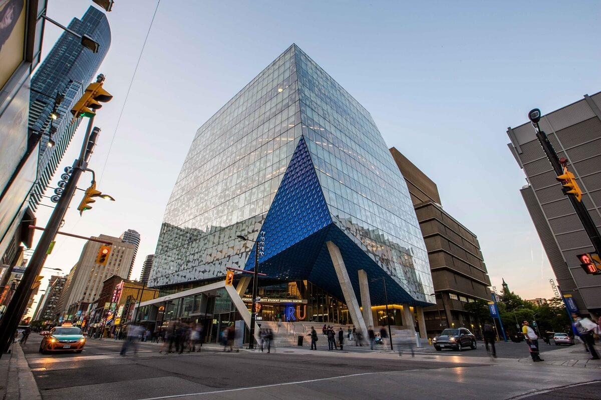 Đại học Ryerson án ngự ngay tại trung tâm thành phố Toronto