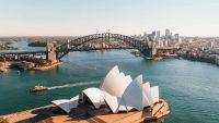 Úc mở cửa